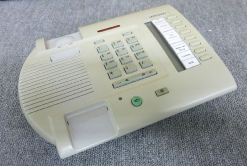 Nortel Networks M3110 NTDL01BE93 Digital BTS Light Grey Telephone No Stand